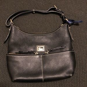 Dooney & Bourke Dillen 2 medium zip pocket sac